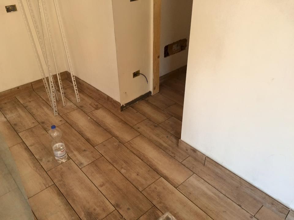 Piastrelle ceramica tipo parquet soggiorno pavimento di